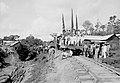 Comitiva em Santo Antonio por Ocasião da Inauguração do Primeiro Trecho da Estrada de Ferro Madeira-Mamoré - 761, Acervo do Museu Paulista da USP (cropped).jpg