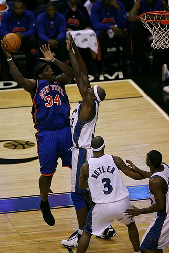 Eddy Curry - Curry attempts a shot in a January 2007 game against the Washington Wizards.