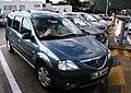 Dacia Logan MCV auf einer Autobahnrastsaette in Italien Autobahnvignette Feinstaubplakette.JPG