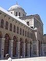 Damaskus, Omayadenmoschee, Ansichten vom Moscheehof mit weissem Marmor und Arkaden und dem Glockenhaus (38706947071).jpg