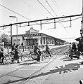 De Pers op NS-fietsen bij Ede, fietsers bij station Ede-Wageningen, Bestanddeelnr 927-1523.jpg