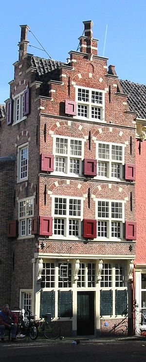 Crow-stepped gable - A typical Dutch house in Delft, with a crow-stepped gable.