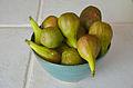 Des figues fraîches dans une coupe.JPG