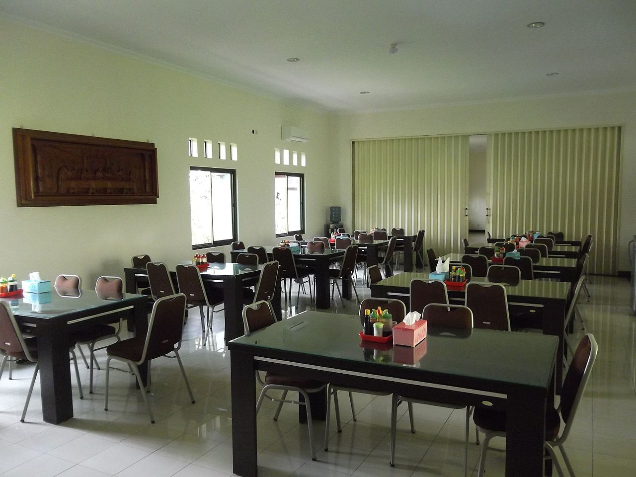 File dining room for guests the monastery of saint mary for Dining room c house of commons