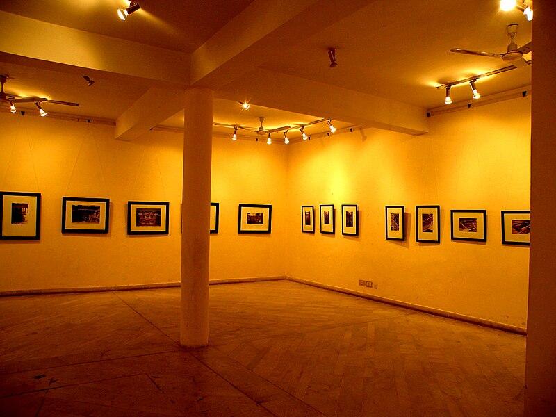 File:Display Gallery, Jawahar Kala Kendra.JPG