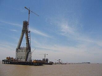 Donghai Bridge - Image: Donghai Bridge Construction