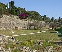 Douves forteresse Rhodes.jpg