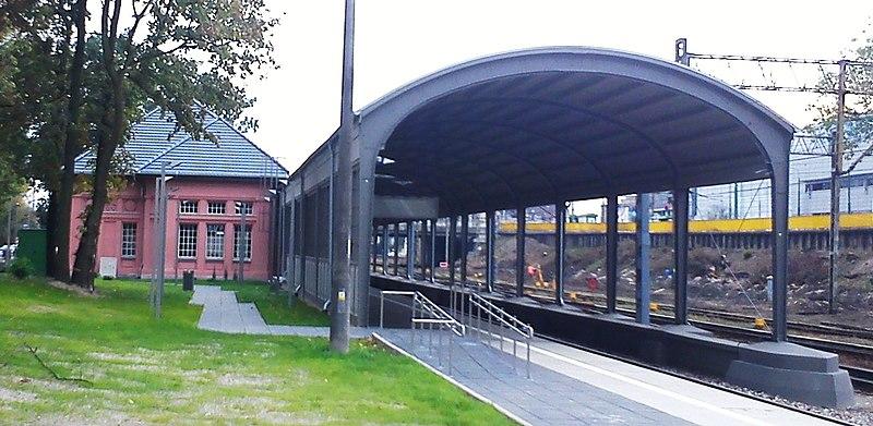 File:Dworzec Letni Poznan.jpg