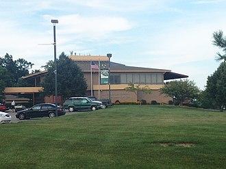 Eagle Crest Resort (Ypsilanti, Michigan) - Eagle Crest golf course facing Ford Lake