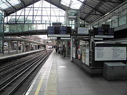 Earl's Court tube stn District platform 2 look west2 2012.JPG