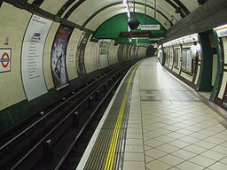 Edgware Road (Bakerloo) stn northbound look south