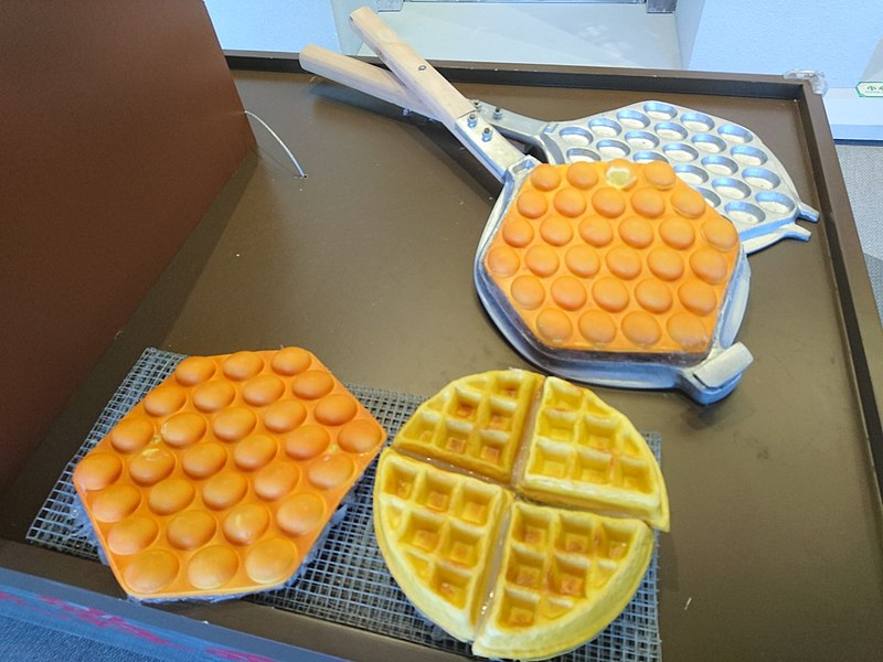 File:Egg Waffle on Hong Kong Traditional Egg Waffle Hawker Cart (Model).jpg