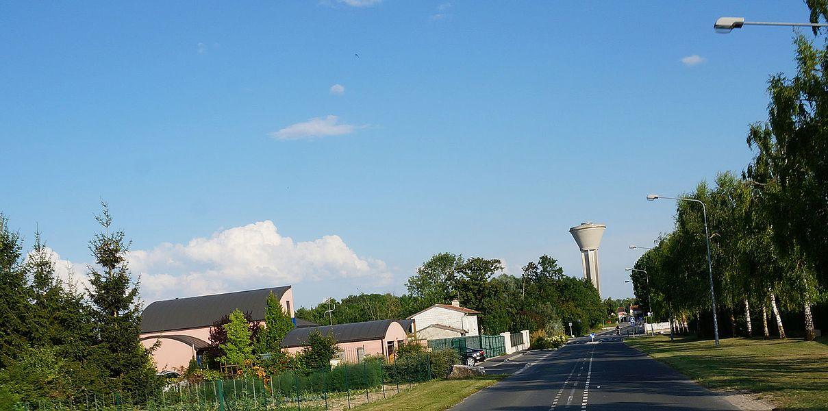 Village de Recy dans la Marne avec son château d'eau.