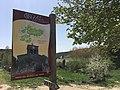 Entrada pueblo Cuevas de San Clemente.jpg