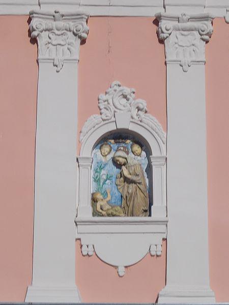 File:Esztergom 2016, Gróh-ház, pilasterek és Mária dombormű.jpg