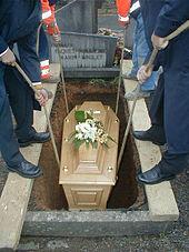 cercueil sous terre