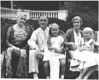 Anna Roosevelt Halsted - Anna Dall and her children Sistie and Buzzie with FDR and Sara Delano Roosevelt (1932)