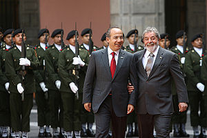 English: Mexican president Felipe Calderón (le...