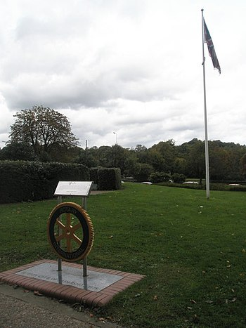 English: Flagpole behind the Rotary Club Plaqu...