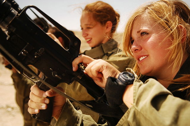 Two female Israeli soldiers with their weapons