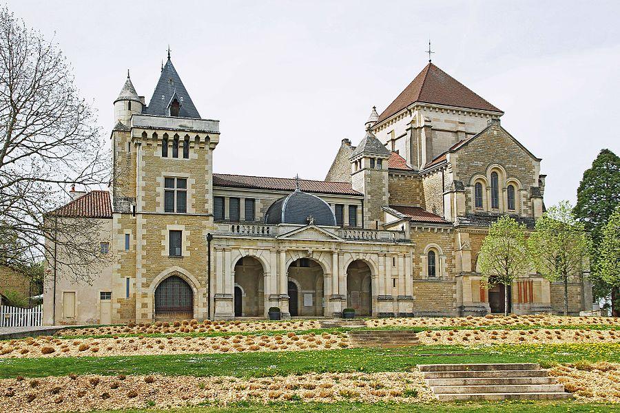 Couvent et basilique Saint-Bernard à Fontaine-lès-Dijon