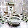 Fontaine ancienne au Mont St Michel.jpg