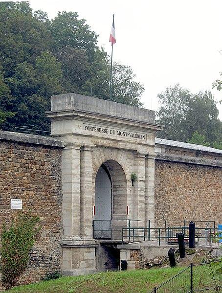 File:Fort Mont-Valerien retouched for brightness.jpg