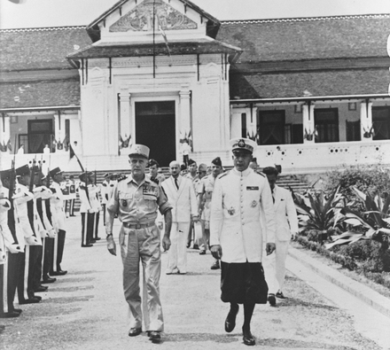 French General Salan and Prince Sisavang in the Lao capital, Luang Prabang, 4 May 1953 FrenchLaos1953.png