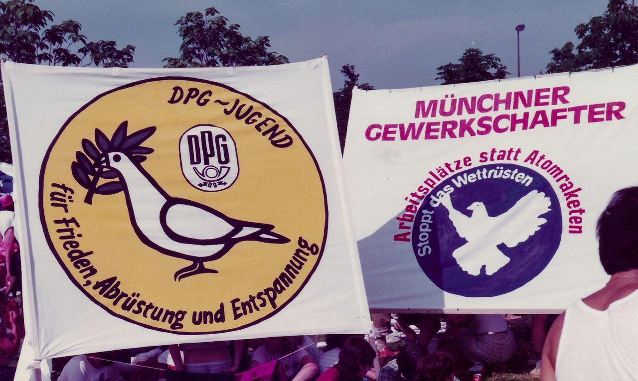 Friedensdemonstration Bonn am 10ten Juni 1982 - Auftakt und Demonstration 02.jpg