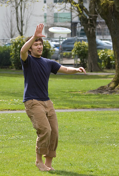 File:Frisbee Catch- Fcb981.jpg