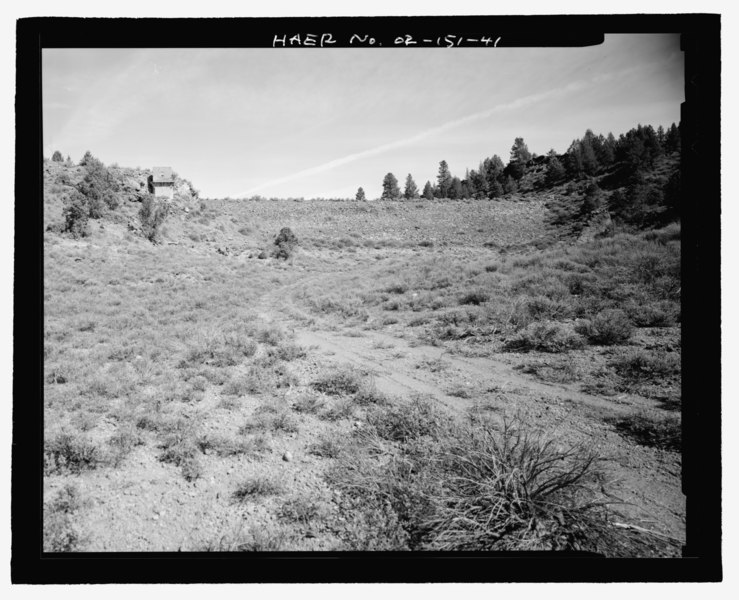 File:GENERAL VIEW OF RESERVOIR SIDE OF TUMALO DAM FROM TUMALO RESERVOIR FLOOR, WITH CONTROL HOUSE TO LEFT. LOOKING NORTH - Tumalo Irrigation District, Tumalo Project, West of Deschutes River HAER OR-151-41.tif
