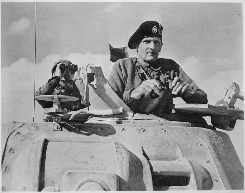 العلمين واحدة من أشهر معارك القرن العشرين Lossy-page1-800px-General_Bernard_L._Montgomery_watches_his_tanks_move_up._North_Africa%2C_November_1942._-_NARA_-_535939.tif