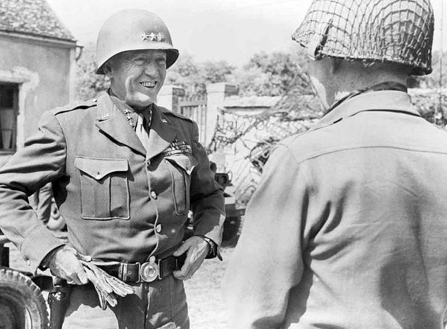 Паттон и генерал-майор Стаффорд Лерой Ирвин в Фонтенбло. 25.08.1944