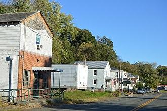 Gladstone, Virginia - Houses on Gladstone Road