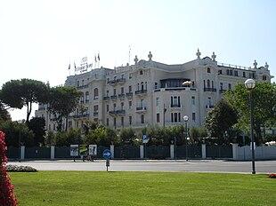 Grand hotel rimini wikipedia for Cieffe arredi di chiappini federico rimini