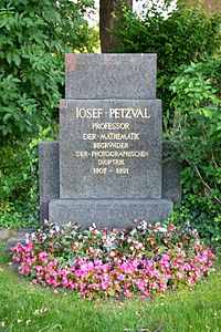 Grave Josef Petzval.jpg