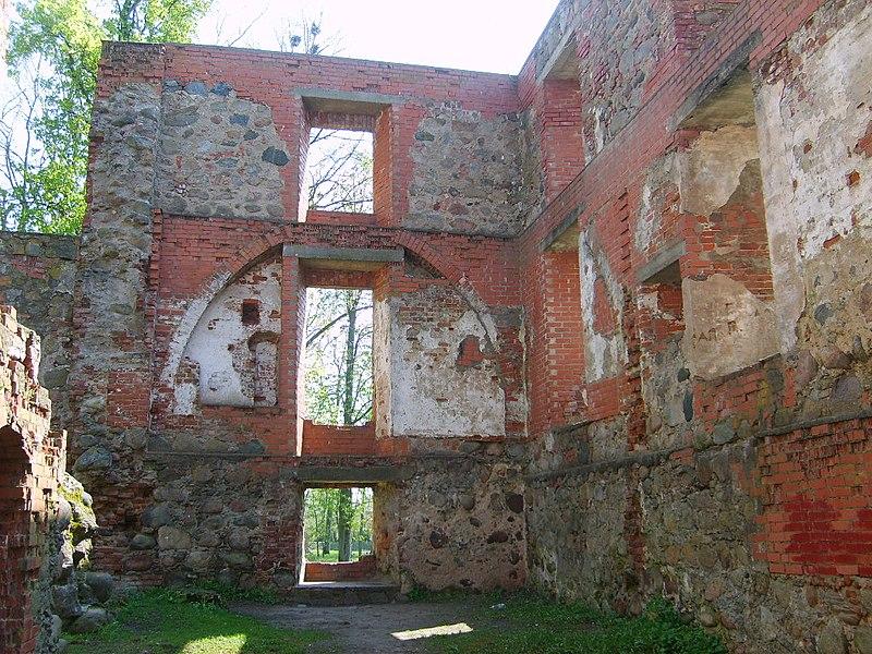 Ruinas del castillo de Grobiņas pils.JPG