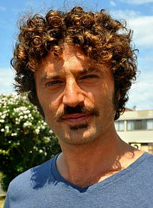 Guido Caprino durante le riprese della seconda stagione de Il commissario Manara, ad Orbetello.