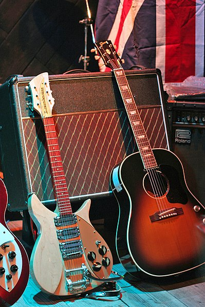 Fichier:Guitars of the sort played by Lennon.jpg