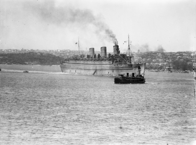 HMT Queen Mary arriving in Sydney Harbour on 27 February 1943