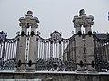 Habsburg Gate, twinned columns, Szent György Square, 2016 Budapest.jpg