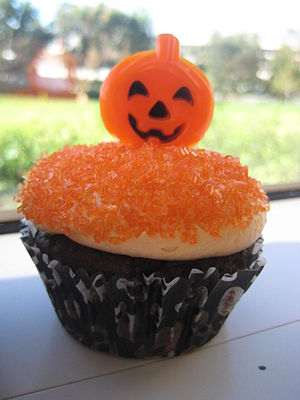 300px Halloween cupcake with organge sprinkles and pumpkin Planning Meals At Halloween