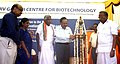 Harsh Vardhan lighting the lamp to inaugurate the first phase of bio innovation centre, at Rajeev Gandhi Centre for Bio Technology, in Thiruvananthapuram. The Chief Minister of Kerala, Shri Oommen Chandy is also seen.jpg