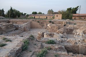 Al-Hasakah - Excavations in 2007 on Citadel Hill. The barracks from the French Mandate, battalion Levant is in the background