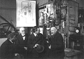 Heike Kamerlingh Onnes - 46 - Heike Kamerlingh Onnes, Niels Bohr, Hendrik Lorentz and Paul Ehrenfest (from right to left) at the second helium liquefactor, 1919 Physics laboratory (Natuurkundig Laboratorium), Steenschuur, Leiden.png
