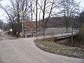 Hloubětín, Rokytka, most před Hořejším rybníkem.jpg