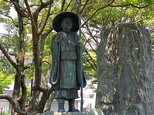 Santōka Taneda - Statue of Taneda Santōka in front of Hofu Station
