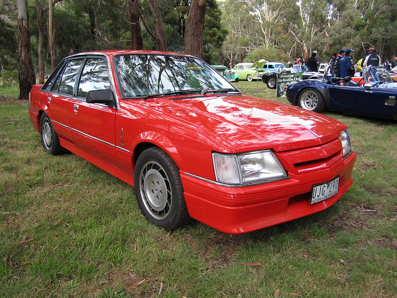 File Holden Calais Vk Director Jpg Wikimedia Commons