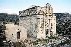 Ναός της Επισκοπής δεξιά και ο μικρός βυζαντινός της Αγ.Άννας