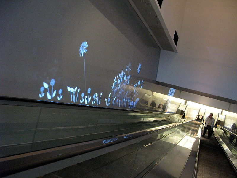 File:ISQUARE Escalator 1 Projector screen.jpg